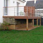 Terrasse bois devant baie vitrée