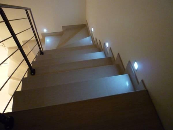 escalier devant verriere