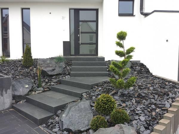 escalier devant porte d entrée